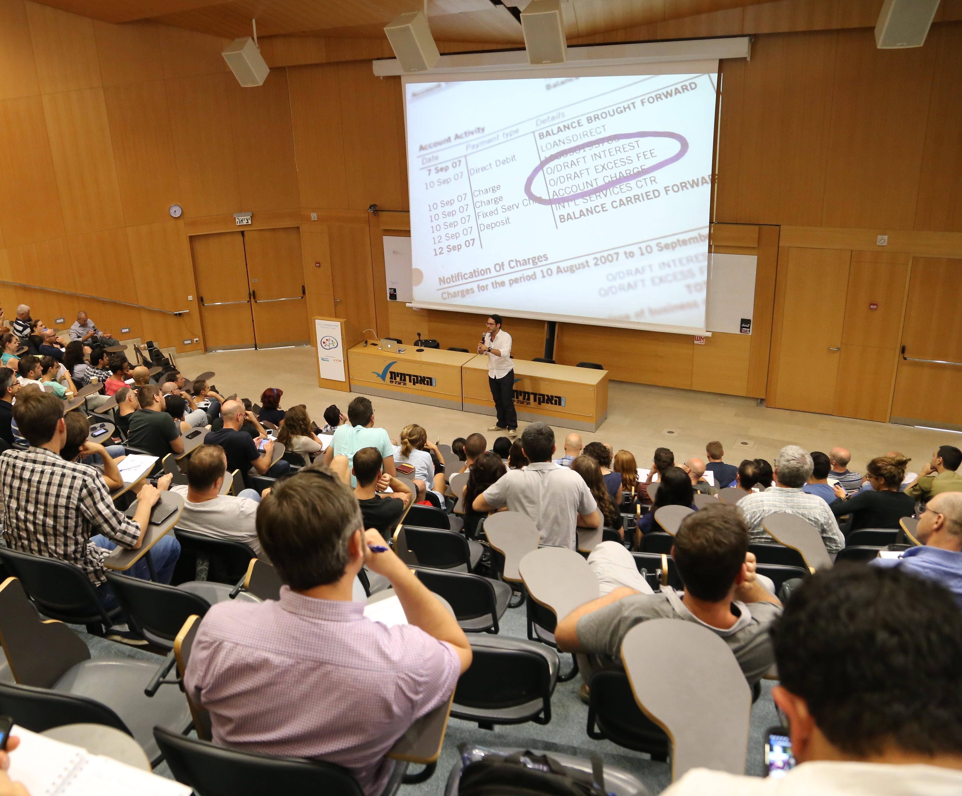 רפאל אוזן מ BillGuard במהלך ההרצאה